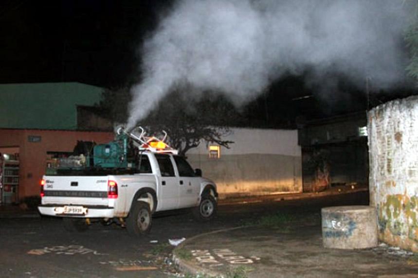 05/12 - Moradora da comunidade São Sebastião pede uso do fumacê, mas Vigilância Epidemiológica descarta uso do veículo